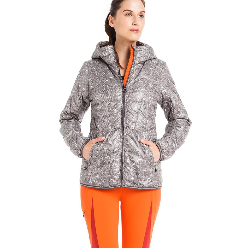 Куртка LUW0310 ELENA JACKETКуртки<br>Суперлегкая стеганая утепленная курткас капюшоном изветрозащитной иводостойкой ткани.<br> <br> Особенности:<br><br>Стеганый<br>Центральная молния<br><br>Капюшон,можно убратьв воротник<br>Два кармана на м...<br><br>Цвет: Черный<br>Размер: XS