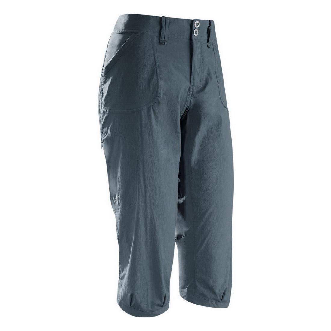 Брюки (3/4) Parapet Capri жен.Шорты, бриджи<br><br> Капри Arcteryx Parapet Capri свободного кроя созданы для активных женщин, которые ценят комфорт. Они оснащены удобным широким поясом и изготовлены из прочной, эластичной ткани, которая обеспечивает свободу движений. Также модель привлекает внимание...<br><br>Цвет: Темно-синий<br>Размер: 6