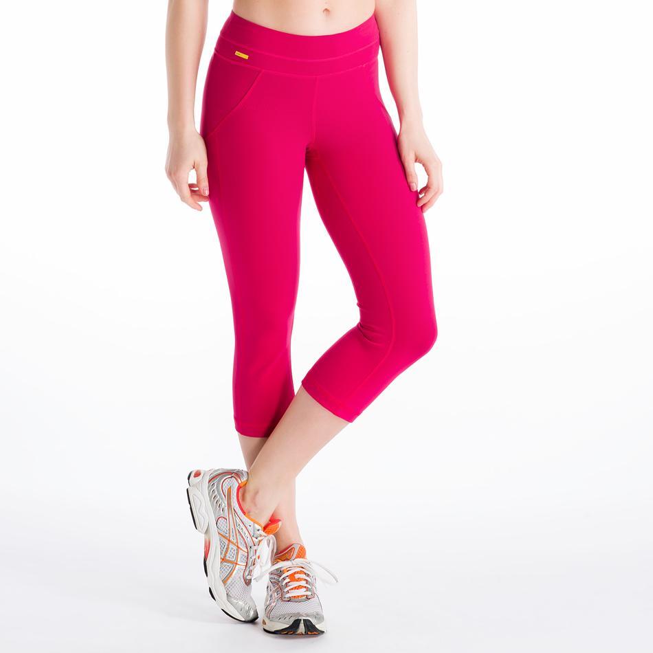 Капри LSW0923 LIVELY CAPRIШорты, бриджи<br><br> Двигайтесь в унисон с вашим фитнес или йога инструктором! Ведь в этих поддерживающих капри это будет проще простого. Невероятно комфортные, тянущиеся и выводящие лишнюю влагу, они выполнены из материала 2d Skin Motion Heavy, эксклюзивного сочетания...<br><br>Цвет: Красный<br>Размер: S