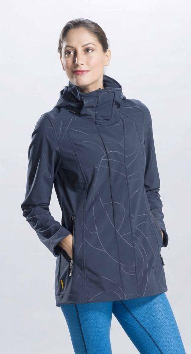 Куртка LUW0191 STUNNING JACKETКуртки<br>Легкий демисезонный плащ из софтшела с оригинальным принтом – функциональная и женственная вещь. <br> <br><br>Регулировки сзади на талии.<br>Воротник-стоечка.<br>Съемный капюшон со стяжками.<br>Два кармана на молнии.&lt;/li...<br><br>Цвет: Темно-серый<br>Размер: XS