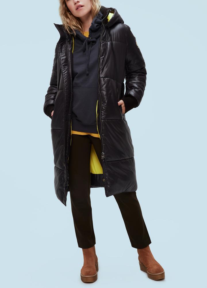 Пальто женское утепленное OSLOПальто<br><br> Утепленное женское пальто Kanuk OSLO выполнено по всем каноном последних модных тенденций: свободный прямой крой, крупная стежка и удлиненный силуэт. Помимо идеального внешнего вида, пальто имеет прекрасные технические характеристики. Легкий синтет...<br><br>Цвет: Черный<br>Размер: S