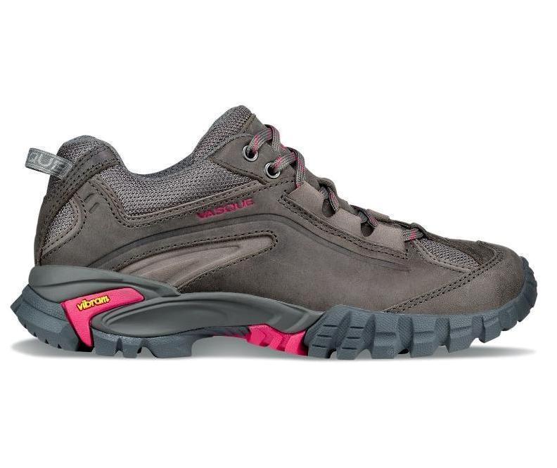 Ботинки жен. 7073 Mantra 2.0Треккинговые<br><br> Женские ботинки Vasque Mantra 2.0 — то сочетание стабильности, устойчивости и мобильности. Они идеально подойдут и дл покорени горных вершин, и дл бега по пересеченной местности. Если в путешествие можно взть только одну пару обуви, то Mantra ...<br><br>Цвет: Темно-серый<br>Размер: 9