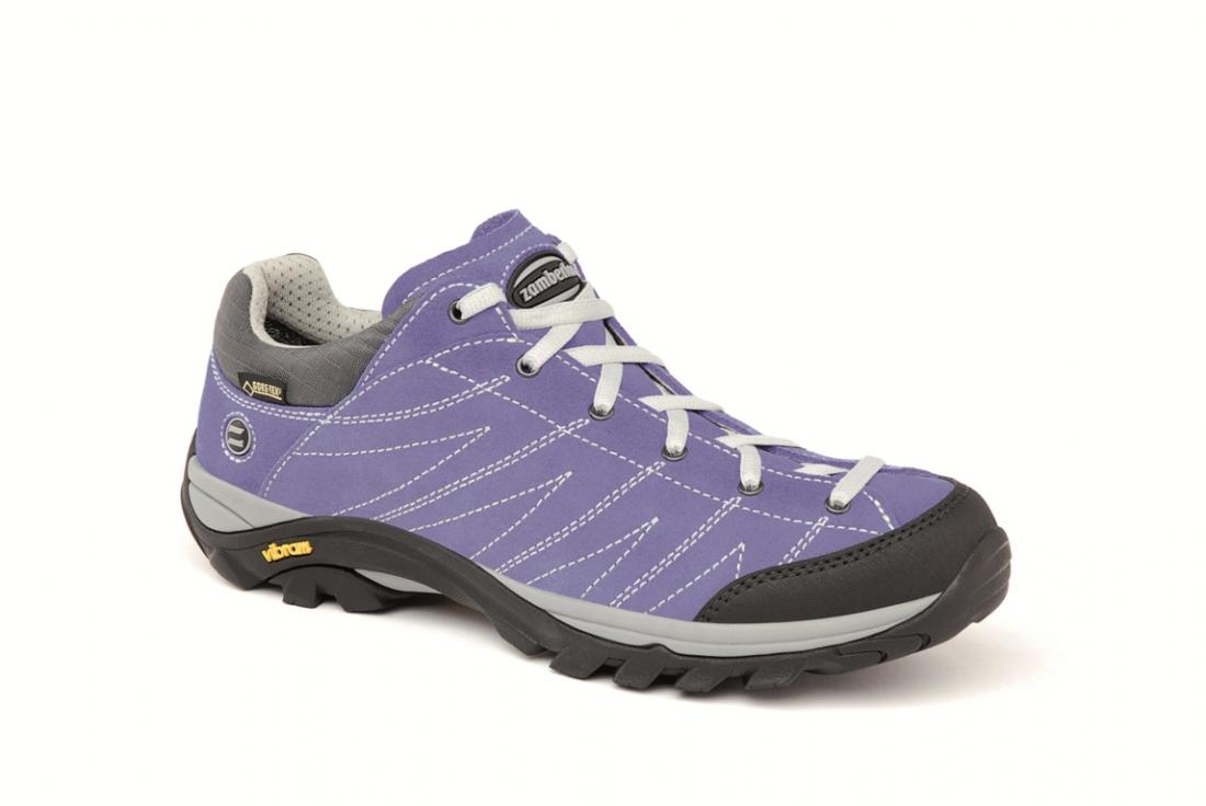 Ботинки 108 HIKE GTX WNSТреккинговые<br>Комфортная и легкая уличная обувь на каждый день. Верх из спилка Hydrobloc®. Ячеистый материал на раструбе для оптимального испарения. Мембрана GORE-TEX® обеспечивает непромокаемость и воздухопроницаемость модели. Внешняя подошва Vibram®.<br><br>&lt;...<br><br>Цвет: Фиолетовый<br>Размер: 42