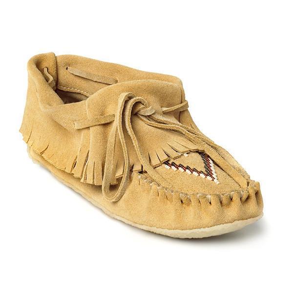 Мокаксины Trapper Moccasin женскМокасины<br>На языке канадских аборигенов слово «мокасины» означает «обувь» или «тапочки». Предки современных жителей Канады – метисы – вручную шили мокасины, чтобы носить их на улице летом. Сегодня компания Manitobah продолжает эти традиции, сочетая национальные ...<br><br>Цвет: Бежевый<br>Размер: 6