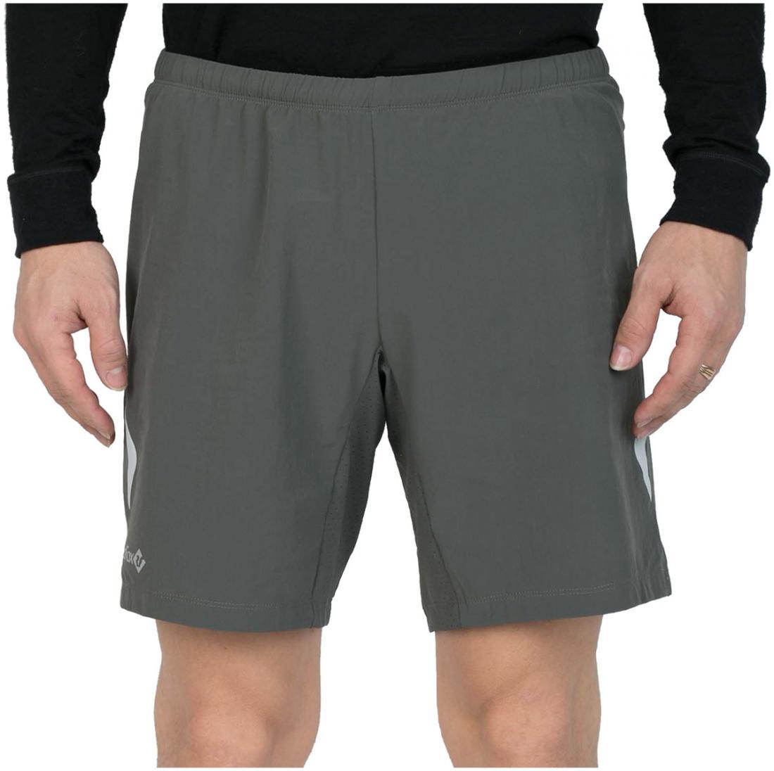 Шорты Race IIШорты, бриджи<br><br> Легкие спортивные шорты свободного кроя. выполнены из эластичного материала с высокими показателями отведения и испарения влаги, что позволяет использовать изделие для занятий активными видами спорта на открытом воздухе.<br><br><br>основное ...<br><br>Цвет: Серый<br>Размер: 42