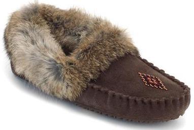 Мокасины Street Moccasin женскМокасины<br>Мокасины – в переводе с языка коренных жителей Канады означает «обувь», «башмачок» или «тапочки». Канадские аборигены изначально шили мокасины с меховой отделкой, чтобы носить их дома и держать ноги в тепле во время холодных канадских зим. Модель Stree...<br><br>Цвет: Коричневый<br>Размер: 9