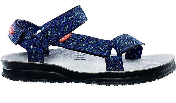 Сандалии HIKEСандалии<br>Легкие и прочные сандалии для различных видов outdoor активности<br><br>Верх: тройная конструкция из текстильной стропы с боковыми стяжками и застежками Velcro для прочной фиксации на ноге и быстрой регулировки.<br>Стелька: кожа.<br>&lt;...<br><br>Цвет: Синий<br>Размер: 38