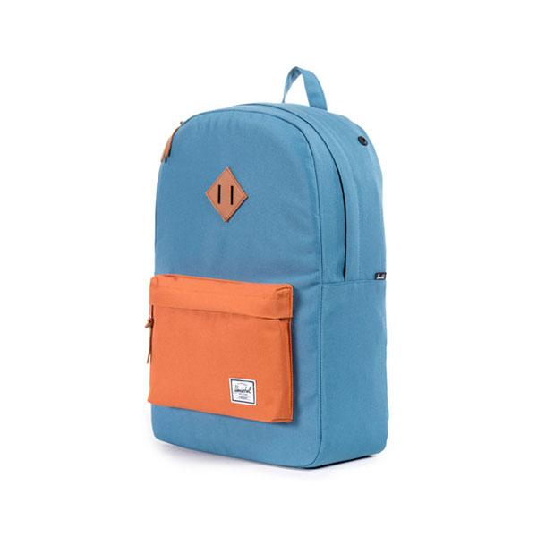 Рюкзак HeritageРюкзаки<br><br> 20-литровый рюкзак Heritage оптимально подходит для тех, кто следит за модными трендами и предпочитает вещи безупречного качества. Он привлекает внимание очень стильным сочетанием цветов и изготовлен из прочных материалов, которые выдерживают больш...<br><br>Цвет: Голубой<br>Размер: None