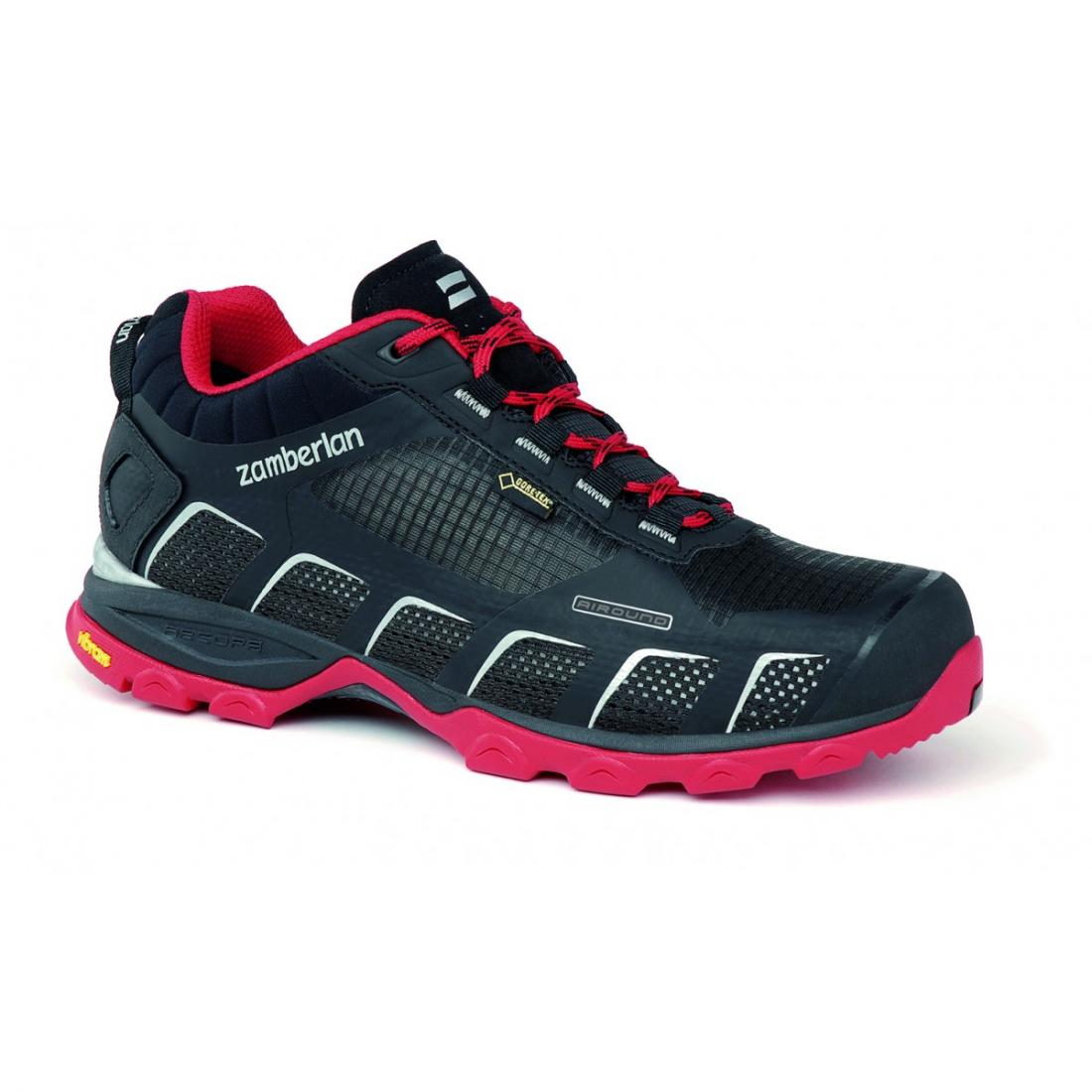 Кроссовки 132 AIR-ROUND GTX RRХайкинговые<br>Стильные ботинки средней высоты для легкого и уверенного движения по горным тропам. Комфортная посадка этих ботинок усовершенствована за счет эксклюзивной внешней подошвы Zamberlan® Vibram® Speed Hiking Lite, которая позволяет максимально эффективно де...<br><br>Цвет: Черный<br>Размер: 40
