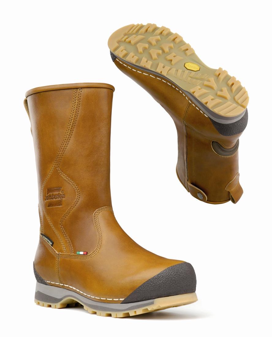 Ботинки 1019 DAVOS ZW GT RRТреккинговые<br>Впечатляющая по надежности зимняя обувь соединяет в себе традиционную конструкцию, выполненную компанией Zamberlan®, с инновационными деталями и высоко технологичными материалами. Они все изготовлены вручную в Италии самыми опытными и искусными людьми ...<br><br>Цвет: Темно-оранжевый<br>Размер: 42.5