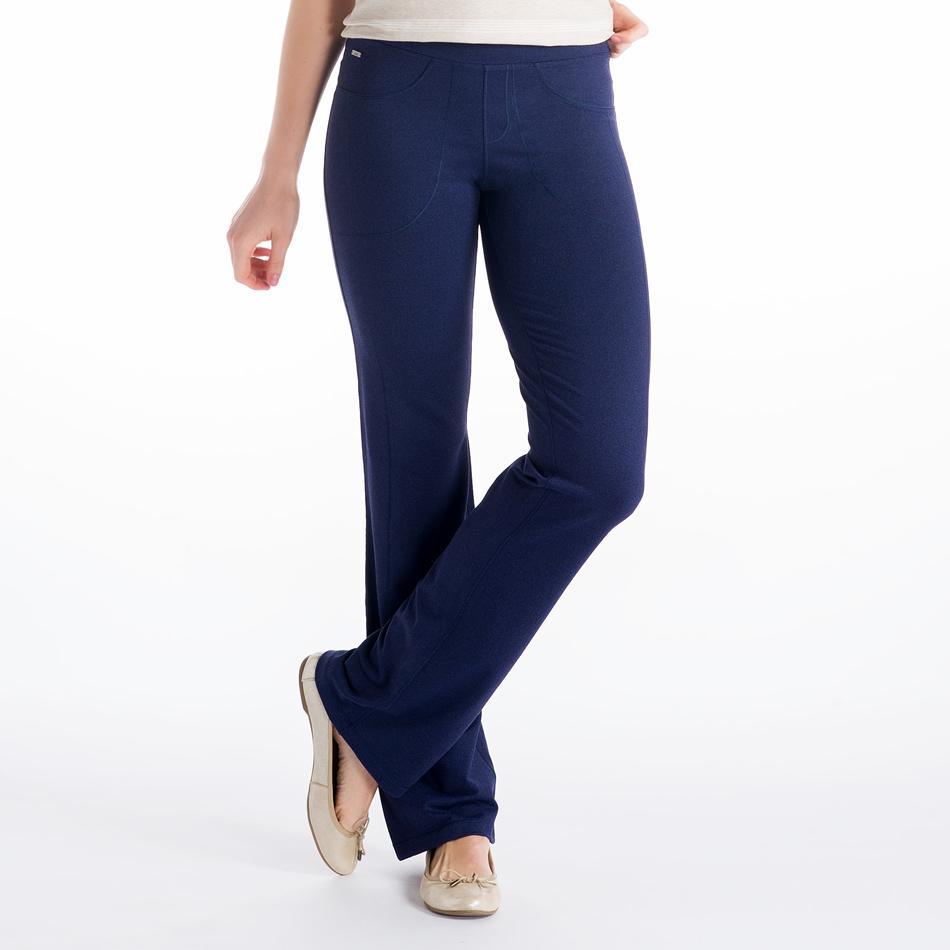 Брюки LSW1044 JET PANTSБрюки, штаны<br><br> Эти брюки напоминают леггинсы с деталями, позаимствованными у классических джинсов. Удобнейшая посадка и полная свобода движений вместе с материалом 2d Skin Motion Heather, из которого они выполнены. Сочетание переработанного пластика и эластана пр...<br><br>Цвет: Синий<br>Размер: M