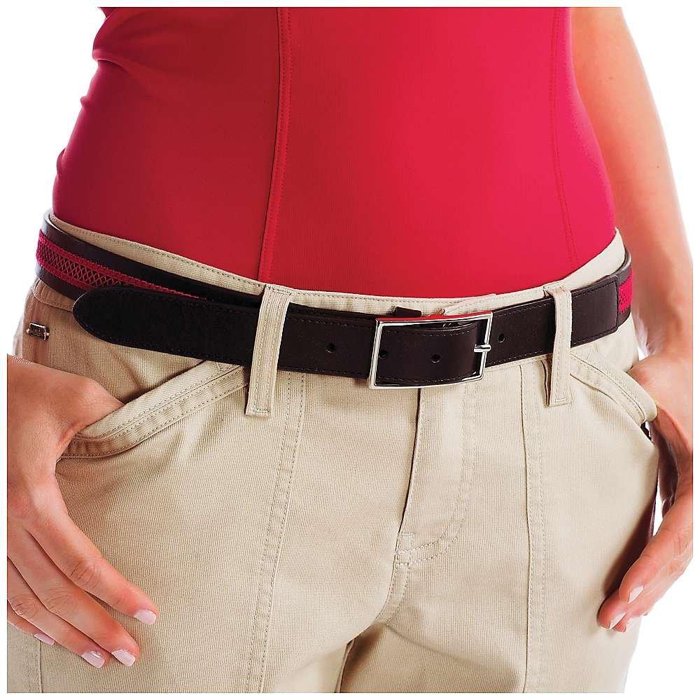 Ремень LAW0245 BELT ZANAАксессуары<br><br> Классический ремень Belt Zana LAW0245 от Lole поможет красиво обозначить линию талии, а также эффектно дополнить летние шорты, юбки или брюки. Модель выполнена из высококачественной кожи и украшена ажурной вставкой в контрастном оттенке. Узкий женс...<br><br>Цвет: Черный<br>Размер: L/XL