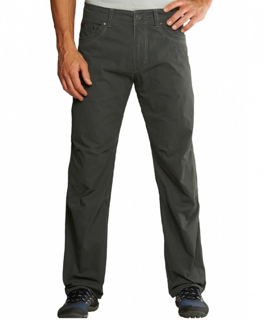 Брюки RevolvrБрюки, штаны<br>Легкие мужские брюки анатомического кроя. Материал прекрасно дышит благодаря хлопку и достаточно прочный благодаря нейлону.<br><br> <br><br>&lt;...<br><br>Цвет: Темно-серый<br>Размер: 40-30