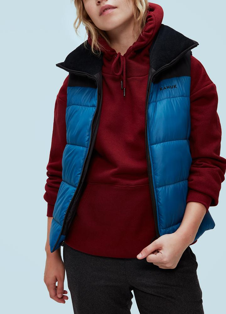 Жилет женский утепленный ZEPHYRКуртки<br><br> Жилет женский Kanuk ZEPHYR- неотъемлемая часть гардероба в весенне-осенний период. Модель идеально сочетается с любыми вещами: будь то спортивный стиль или стиль casual. В модели используется синтетический утеплитель ClimashieldThermo+, представляю...<br><br>Цвет: Синий<br>Размер: S