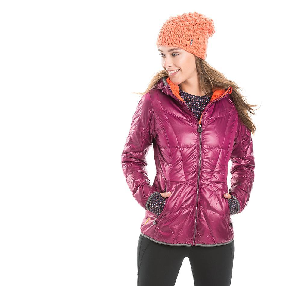 Куртка LUW0310 ELENA JACKETКуртки<br>Суперлегкая стеганая утепленная курткас капюшоном изветрозащитной иводостойкой ткани.<br> <br> Особенности:<br><br>Стеганый<br>Центральная молния<br><br>Капюшон,можно убратьв воротник<br>Два кармана на м...<br><br>Цвет: Фиолетовый<br>Размер: S