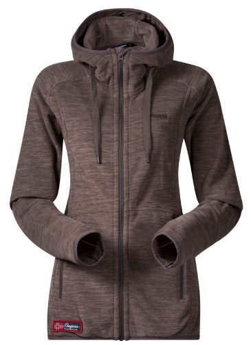 *Куртка Hareid Lady JktФлисовые<br><br>Женская флисовая куртка Bergans Hareid Lady Jacket выполнена из флиса Thermal Pro с хорошими показателями влагоустойчивости и теплоизоляции. Высокий ворот надежно защищает шею от ветра, а удлиненная задняя часть обеспчивает дополнительное тепло и ко...