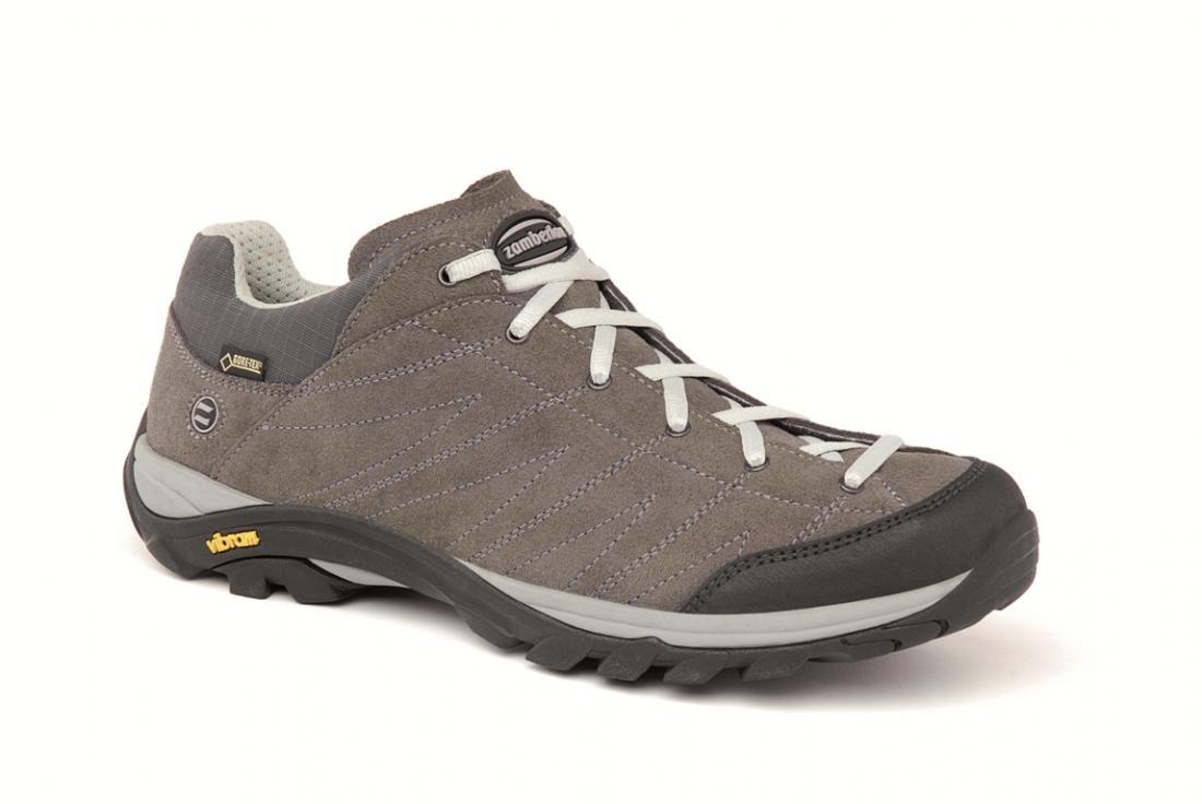Ботинки 108 HIKE GTXТреккинговые<br>Комфортная и легкая уличная обувь на каждый день. Верх из спилка Hydrobloc®. Ячеистый материал на раструбе для оптимального испарения. Мембрана GORE-TEX® обеспечивает непромокаемость и воздухопроницаемость модели. Внешняя подошва Vibram®.<br> <br> ...<br><br>Цвет: Темно-серый<br>Размер: 43