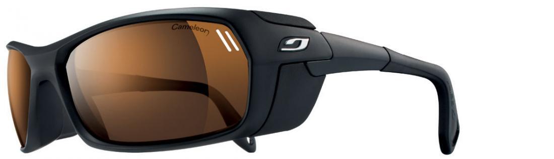 Очки Julbo  Bivouak 383Очки<br>Julbo Bivouak 383 – первые в мире очки с магнитными шторками для увеличения защиты от боковых лучей. Вы можете легко прикрепить эти шторки к оправе...<br><br>Цвет: Черный<br>Размер: None