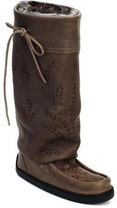 Унты Tall Gatherer Mukluk мужскУнты<br>Мокасины – в переводе с языка коренных жителей Канады означает «обувь», «башмачок» или «тапочки». Канадские аборигены изначально шили мокасины с меховой отделкой, чтобы носить их дома и держать ноги в тепле во время холодных канадских зим. Модель Tipi ...<br><br>Цвет: Серый<br>Размер: 10