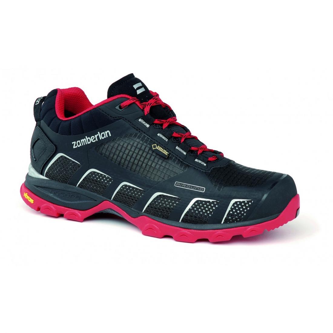 Кроссовки 132 AIR-ROUND GTX RRХайкинговые<br>Стильные ботинки средней высоты для легкого и уверенного движения по горным тропам. Комфортная посадка этих ботинок усовершенствована за счет эксклюзивной внешней подошвы Zamberlan® Vibram® Speed Hiking Lite, которая позволяет максимально эффективно де...<br><br>Цвет: Черный<br>Размер: 41