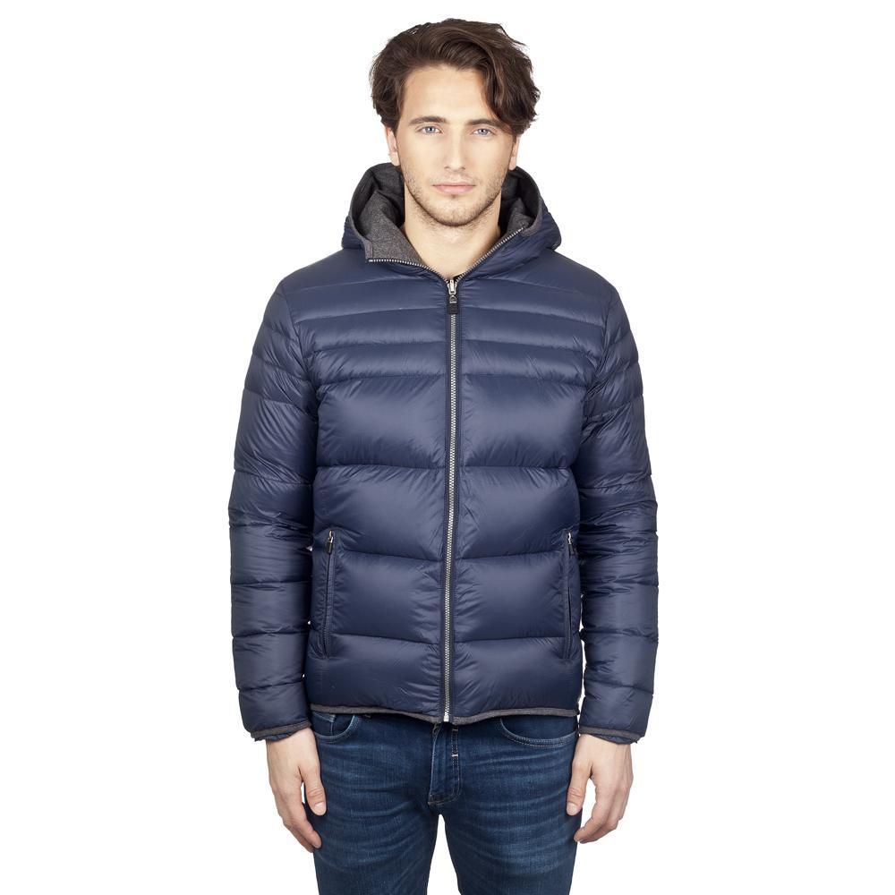 Куртка пуховая мужская HUDSONКуртки<br>Универсальная легкая мужская пуховая куртка с шерстяной подкладкой позволит вам предстать сразу в двух разных стилях. Благодаря оригинальному конструктивному решению, ее можно носить на обе стороны, выбирая между более классическим и спортивным образом...<br><br>Цвет: Синий<br>Размер: XXL