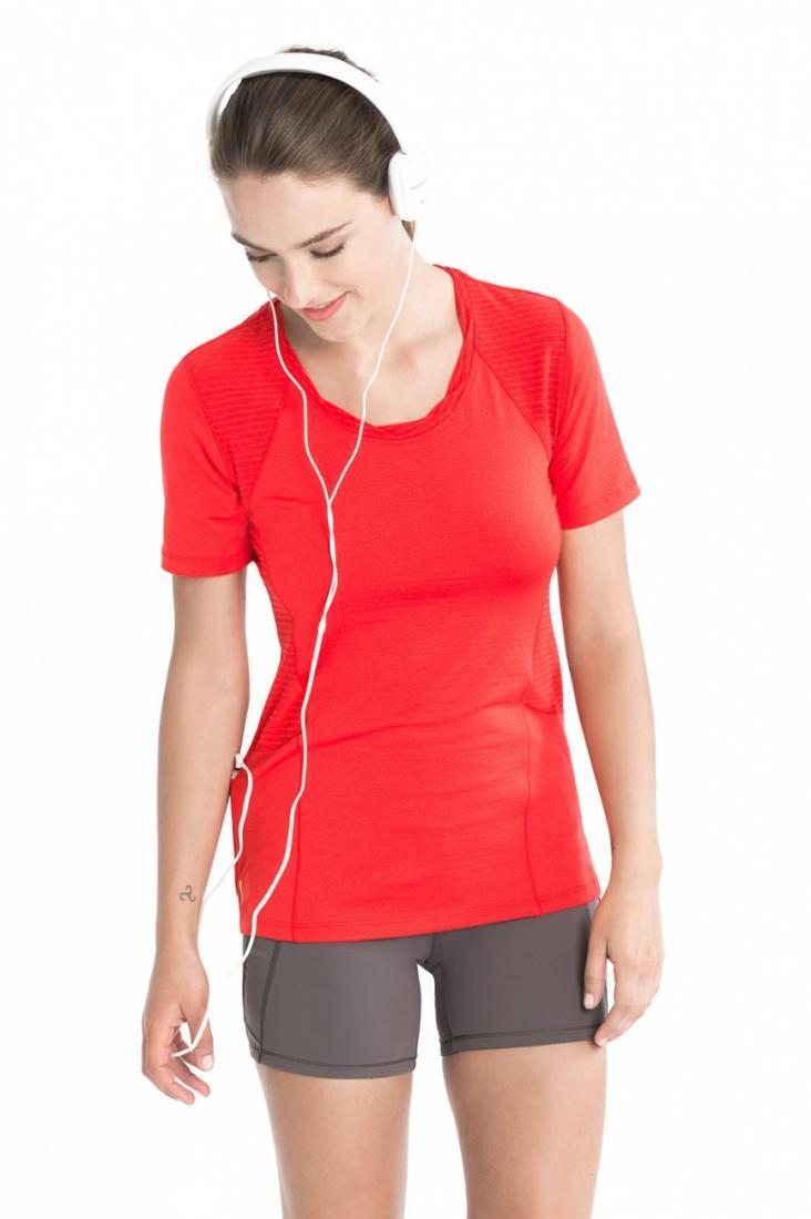 Топ LSW1465 DRIVE TOPФутболки, поло<br><br> Мягкая перфорированная фактура футболки Drive заставит Вас влюбиться в спорт, будь то утренняя пробежка в парке, прогулка на велосипеде или теннисный сет. Функциональные свойства эксклюзивной ткани 2nd skin Pop обеспечивают исключительный дышащие с...<br><br>Цвет: Красный<br>Размер: M