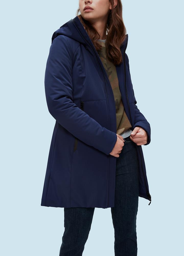 Пальто женское утепленное TOQUADEПальто<br><br> Утепленное женское пальто Kanuk TOQUADE- неотъемлемая часть гардероба в весенне-осенний период. Модель имеет приталенный силуэт, удобные вместительные карманы и комфортный капюшон. В модели используется синтетический утеплитель ClimashieldThermo+, ...<br><br>Цвет: Синий<br>Размер: S