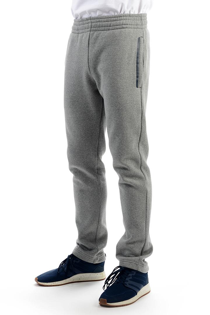 Брюки спортивные легкие 20815Брюки, штаны<br>Мужские спортивные брюки Stayer по достоинству оценят любители спорта и активного отдыха. Брюки свободного кроя хорошо садятся по фигуре и не сковывают движений, выполнены из мягкого качественного трикотажа, хорошо пропускают воздух.<br><br>Характеристики ...