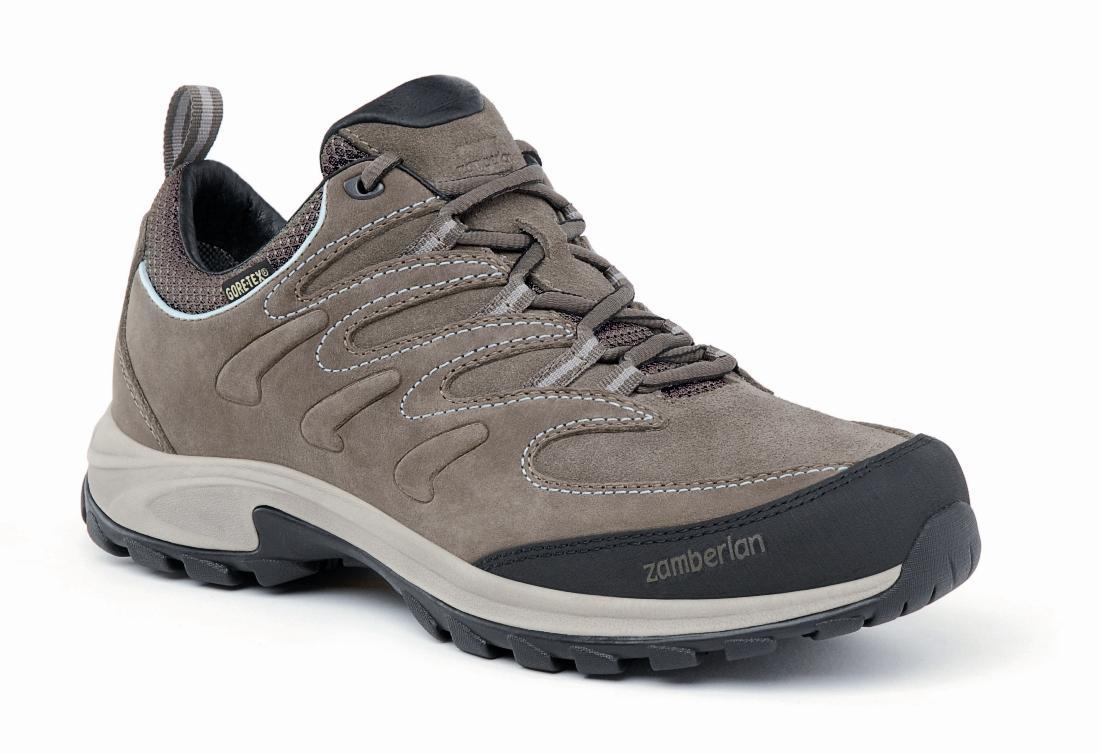 Ботинки 245 CAIRN GTX RR WNSТреккинговые<br>Эта изящная и высокотехнологичная повседневная обувь создана специально для женщин. Ботинки Cairn предназначены для того, что бы максимально увеличить комфорт во время ходьбы. Удобная посадка, эксклюзивная подошва Zamberlan Vibram Trail Mate, сетчатая под...<br><br>Цвет: Серый<br>Размер: 40.5