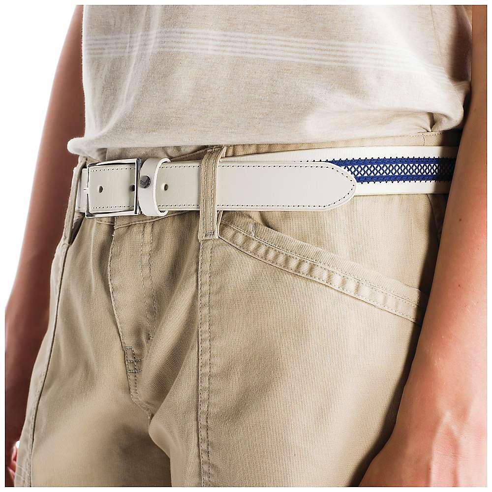 Ремень LAW0245 BELT ZANAАксессуары<br><br> Классический ремень Belt Zana LAW0245 от Lole поможет красиво обозначить линию талии, а также эффектно дополнить летние шорты, юбки или брюки. Модель выполнена из высококачественной кожи и украшена ажурной вставкой в контрастном оттенке. Узкий женс...<br><br>Цвет: Белый<br>Размер: L/XL