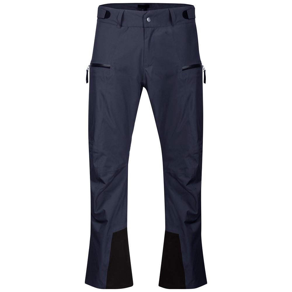 *Брюки Stranda Ins мужБрюки, штаны<br><br>Мужские брюки Bergans Stranda Ins свободного кроя сочетают в себе удобство и функциональность. Мембрана с высокими показателями влагозащиты и паропроницаемости обеспечивает надежную защиту от промокания, гарантирует тепло и комфорт даже в экстремаль...