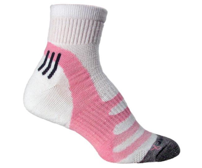 Носки атлет.жен.1555 ACCELERATION QTR.Носки<br>Женские носки Acceleration высотой до четверти голени от американского производителя FoxRiver предназначены для бега. <br><br>Высококачественное волокно на основе Ingeo™ и переработанного полиэстера<br>Полностью уплотненная стопа<br>...<br><br>Цвет: Розовый<br>Размер: L
