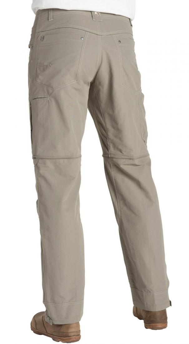 Брюки Liberator ConvertibleБрюки, штаны<br><br> Мужские брюки Kuhl Liberator Convertible легко трансформируются в шорты, поэтому отлично подойдут как для теплой осени или весны, так и для лета. Ввиду использования эластичной, прочной ткани, модель обеспечивает идеальную посадку по фигуре и комфо...<br><br>Цвет: Серый<br>Размер: 36-32