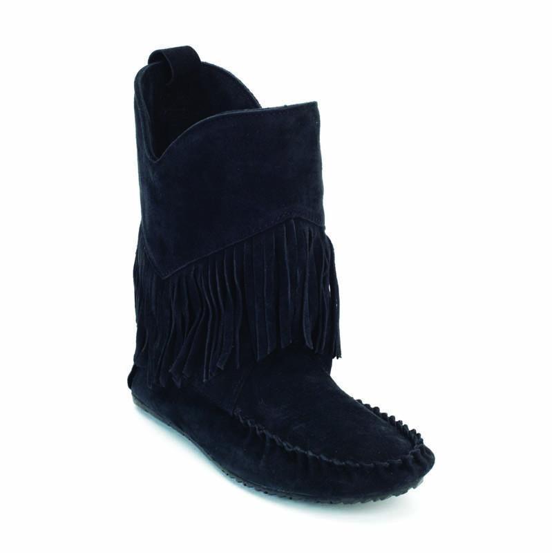 Сапоги Okotoks Suede Boot женскСапоги<br>На языке канадских аборигенов слово «мокасины» означает «обувь» или «тапочки». Предки современных жителей Канады – метисы – вручную шили мокасины, чтобы носить их на улице летом. Сегодня компания Manitobah продолжает эти традиции, сочетая национальные ...<br><br>Цвет: Черный<br>Размер: 6