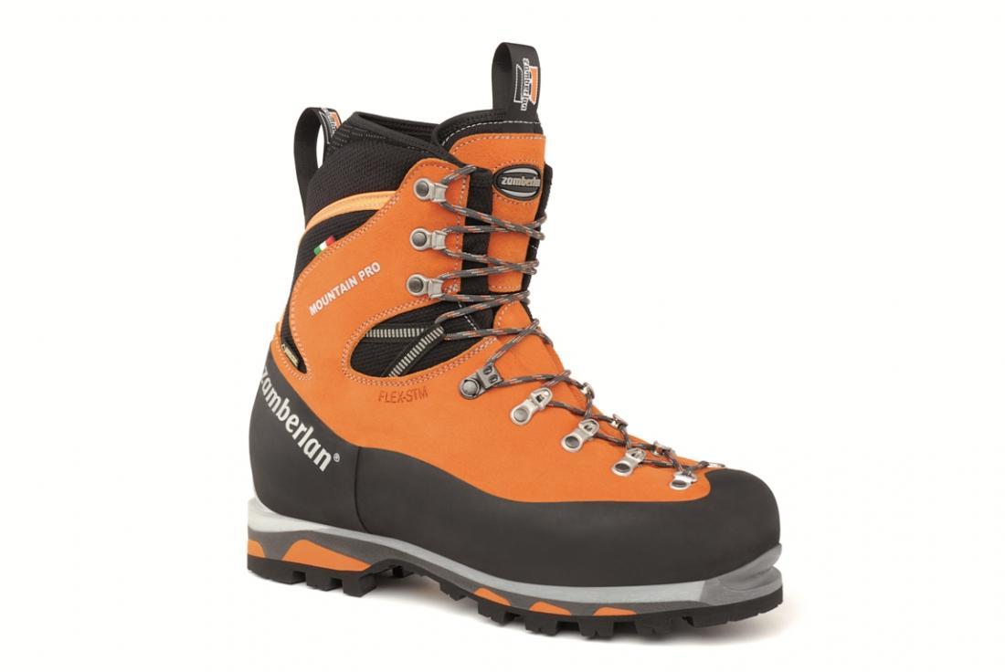 Ботинки 2090 MOUNTAIN PRO GTX RR ОранжевыйZamberlan<br><br> Эффективная, износостойкая и универсальная модель альпинистских ботинок. Цельнокроеный верх из кожи Perlwanger и материала Cordura. Эластичные гетры для оптимальной защиты. Резиновый рант по всему периметру ботинка для дополнительной защиты. Устойчивая средняя подошва с узкой посадкой. Внешняя подошва Vibram®.<br><br><br>верх: Кожа Hydrobloc® Perwanger/ Cordura/ Резиновые защитные вставки<br>подкладка: GORE-TEX® Insulated Comfort<br>подошва: Vibram® Teton + Zamberlan® PCS + полиуретановая танкетка с тройным утолщением<br>вес: 1000 гр. (размер 42)<br>колодка: ZTECH technical fit<br><br><br>Цвет: Оранжевый<br>Размер: 39