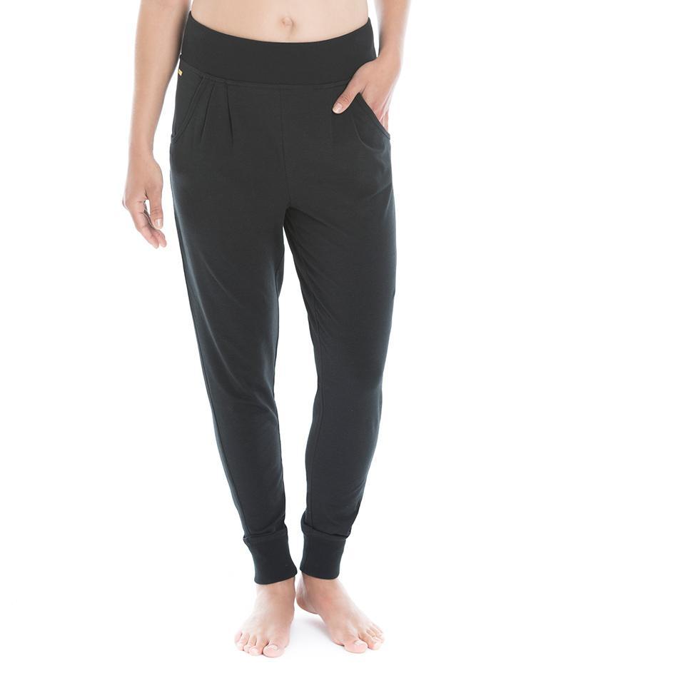 Брюки LSW1424 EKA PANTSБрюки, штаны<br>Удобные брюки свободного покроя из ЭКО-ткани.<br> <br> Особенности: <br><br>Свободный покрой <br><br>Заниженная талия<br><br>Два передних кармана <br><br>Ребристый пояс и манжеты <br><br>Светоотражающий лог...<br><br>Цвет: Черный<br>Размер: XS