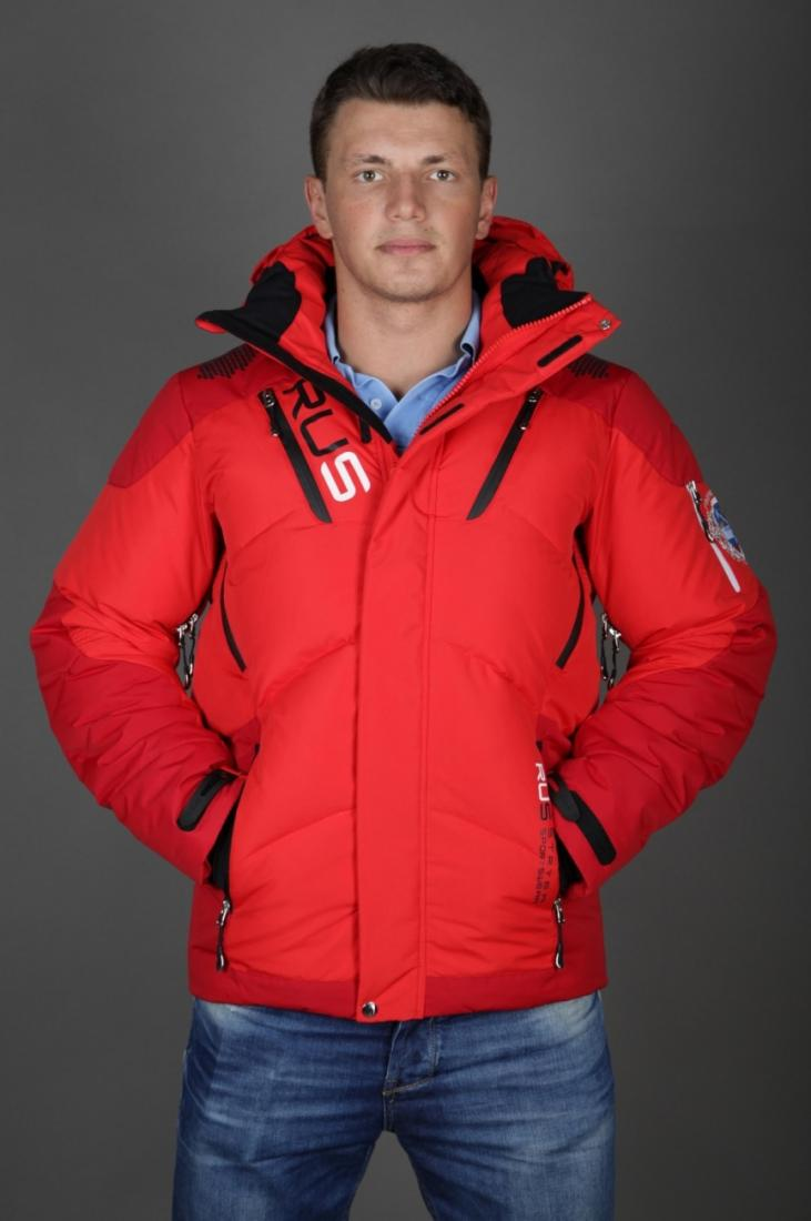 Куртка спортивная 485127Пуховики<br>Данный мужской пуховик имеет сложную конструкцию, контрастные вставки и выделяющиеся молнии. Все вместе эти элементы ясно заявляют о спортивном характере и широком функционале, заложенном в куртке.<br>Ткань верха, как и у других спортивных моделей, обяз...<br><br>Цвет: Красный<br>Размер: 54