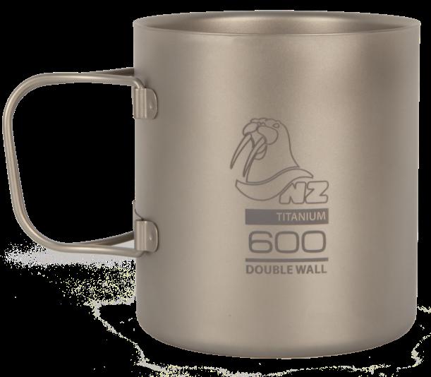 Термокружка (титан) NZ TMDW-600FHЧашки, кружки<br>Двустенная кружка из титана NZ TMDW600FH Ti Double Wall Mug 600 ml. Кружка объемом 600 мл не обжигает руки и губы, имеет минимальный вес и складные ручки.<br><br>Вес: 144 г<br>Материал:Титан<br>Объём: 600 мл<br>Размер: 92х...<br><br>Цвет: Серый<br>Размер: None
