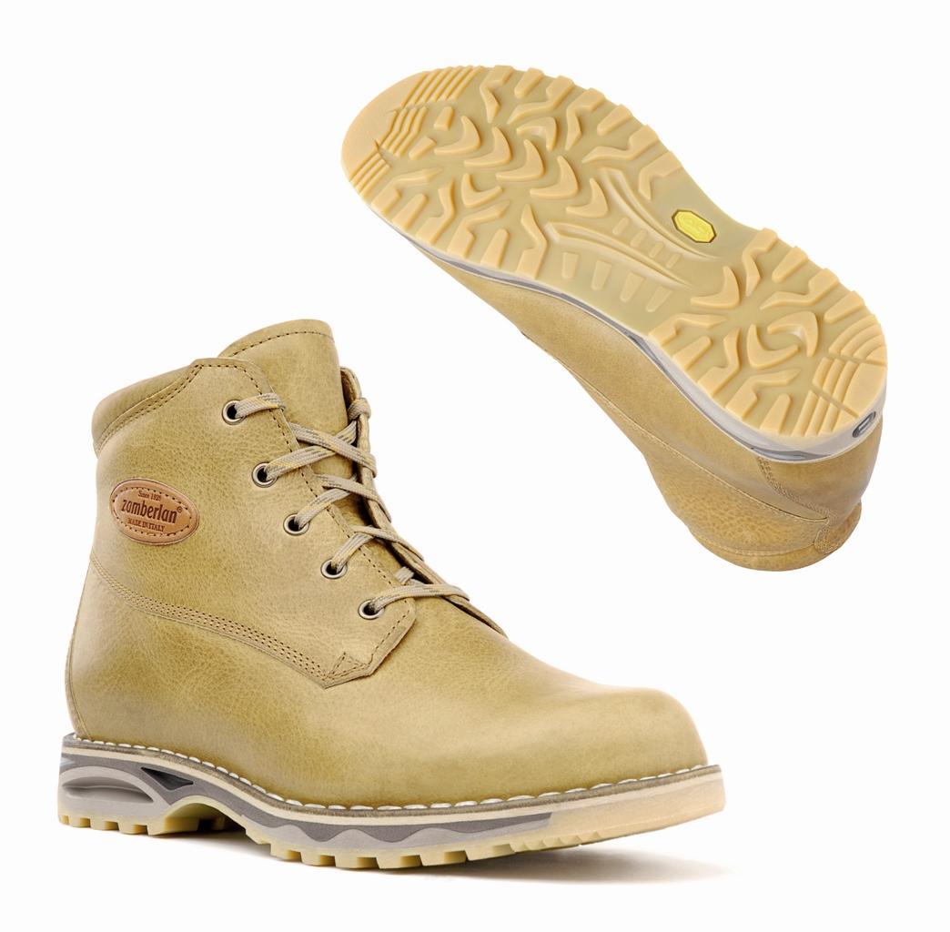 Ботинки 1036 PECOL NWТреккинговые<br><br> Ботинки для бэкпекинга с норвежской конструкцией и верхом из ценных сортов кожи. Подкладка из мягкой телячьей кожи делает эти ботинки необычайно удобными и обеспечивает комфортный внутренний микроклимат. Подошва Zamberlan® Vibram® NorWalk с полиуре...<br><br>Цвет: Бежевый<br>Размер: 40.5