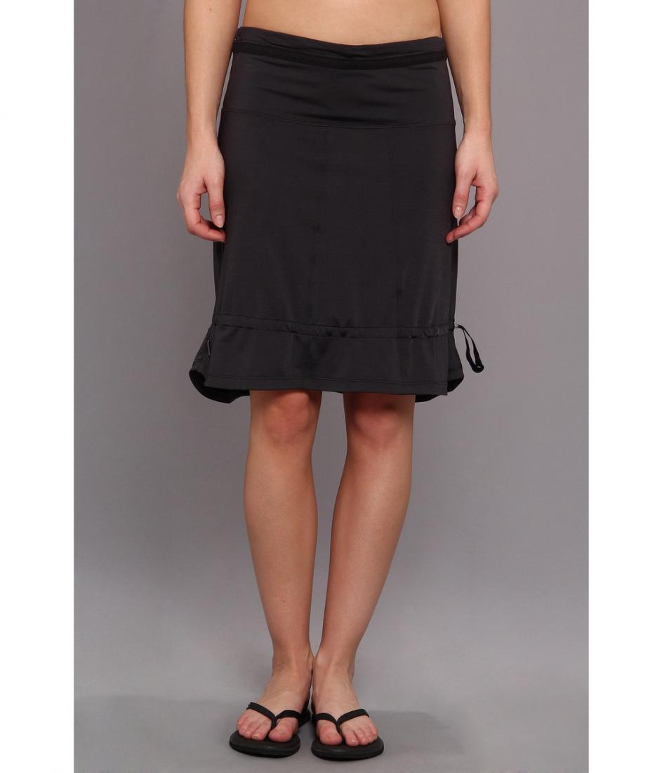 Юбка LSW0988 TOURING 2 SKIRTЮбки<br><br> Модель Lole Touring 2 Skirt LSW0988 – это универсальное решение, которое можно носить как юбку, и как топ. Просто отрегулируйте завязки на поясе, чтобы она держалась на талии или на груди.<br><br><br><br><br> Юбка изготовлена из дышащей мягкой...<br><br>Цвет: Черный<br>Размер: XS