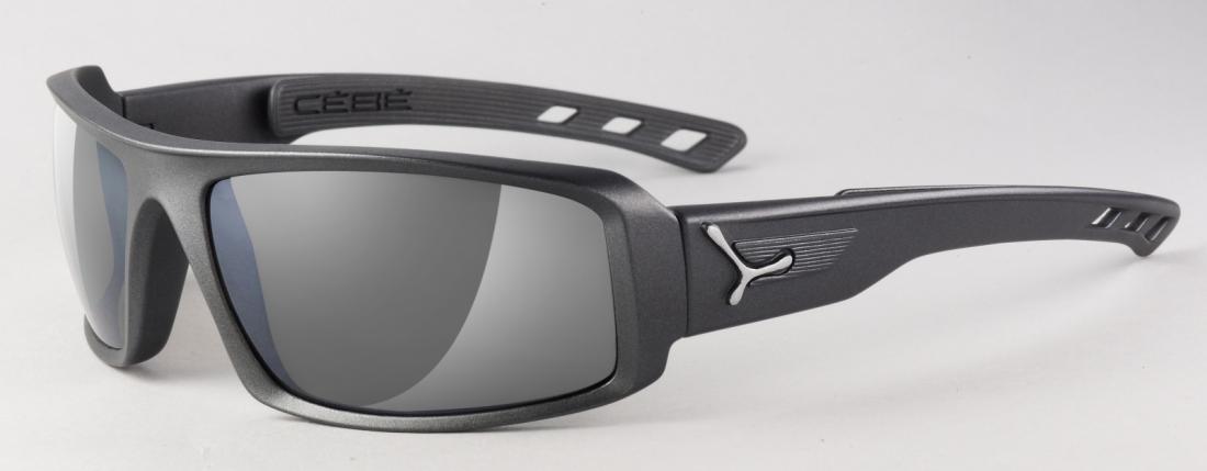 Очки Cebe  SSENTIALОчки<br>Спортивные солнцезащитные очки<br><br><br>  <br><br><br>Особенности:<br><br><br>  <br>    Широкий обзор<br>  <br>    Дужки с технологией пят...<br><br>Цвет: Темно-серый<br>Размер: None