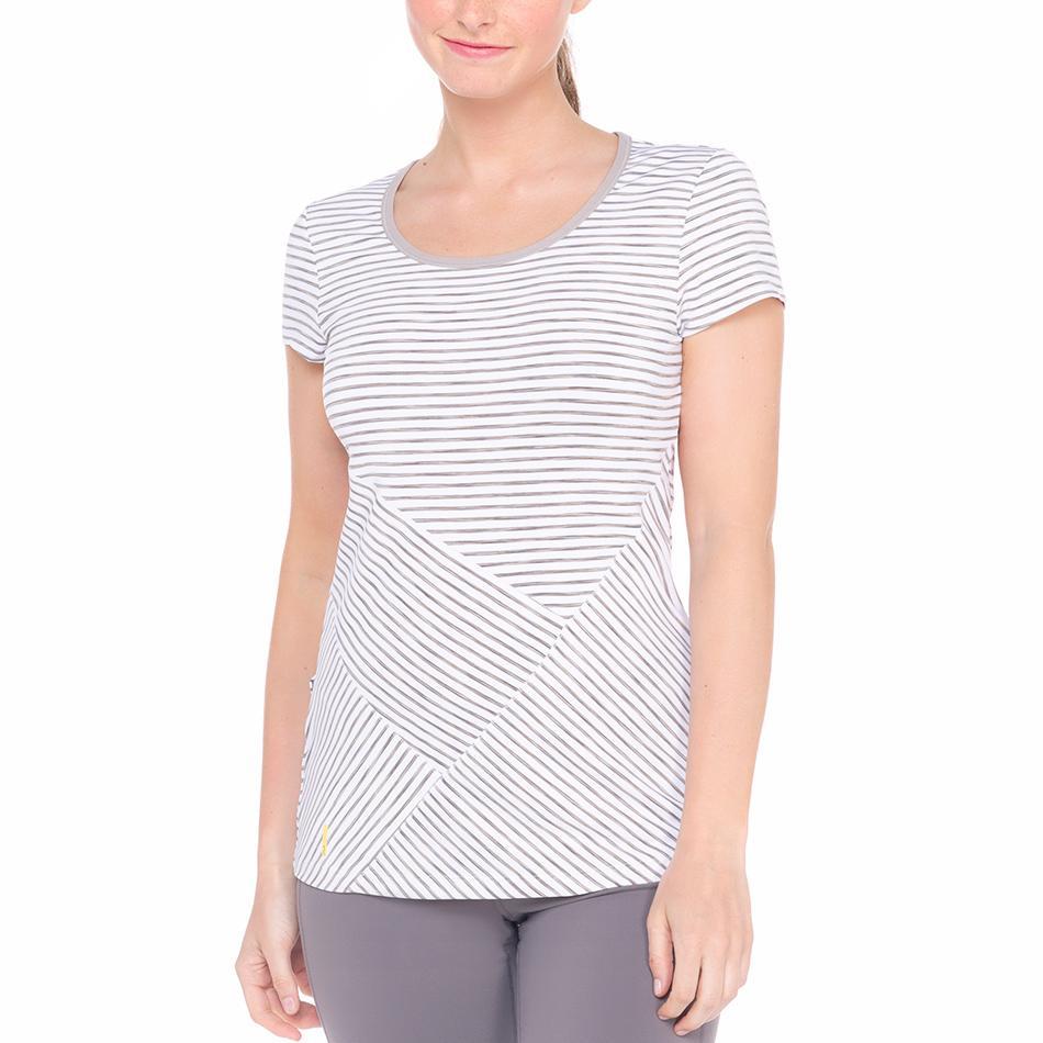 Футболка LSW1230 CURL T-SHIRTФутболки, поло<br><br><br><br> Удлиненная женская футболка Lole Curl T-Shirt идеально подходит для занятий фитнесом и бегом. Легкая и приятная на ощупь, она не сковывает движения и быстро отводит влагу. <br><br>...<br><br>Цвет: Белый<br>Размер: S