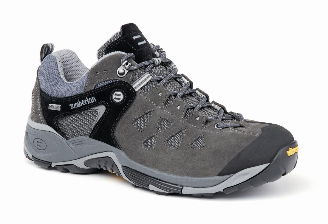 Кроссовки 145 ZENITH GTХайкинговые<br><br> Трекинговые ботинки, получившие награды за непревзойденную устойчивость и прочность. Верх из спилока с сетчатыми вставками обеспечивает легкость и износостойкость. Система шнуровки до носка позволяет надежно фиксировать пятку и обеспечить точную по...<br><br>Цвет: Черный<br>Размер: 44