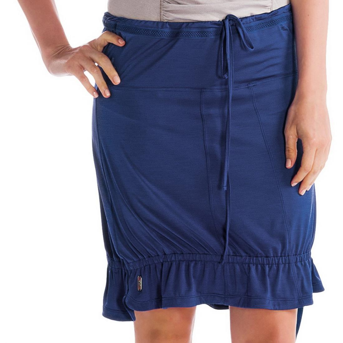 Юбка LSW0988 TOURING 2 SKIRTЮбки<br><br> Модель Lole Touring 2 Skirt LSW0988 – это универсальное решение, которое можно носить как юбку, и как топ. Просто отрегулируйте завязки на поясе, чтобы она держалась на талии или на груди.<br><br><br><br><br> Юбка изготовлена из дышащей мягкой...<br><br>Цвет: Синий<br>Размер: M