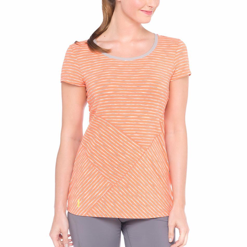 Футболка LSW1230 CURL T-SHIRTФутболки, поло<br><br><br><br> Удлиненная женская футболка Lole Curl T-Shirt идеально подходит для занятий фитнесом и бегом. Легкая и приятная на ощупь, она не сковывает движения и быстро отводит влагу. <br><br>...<br><br>Цвет: Оранжевый<br>Размер: S