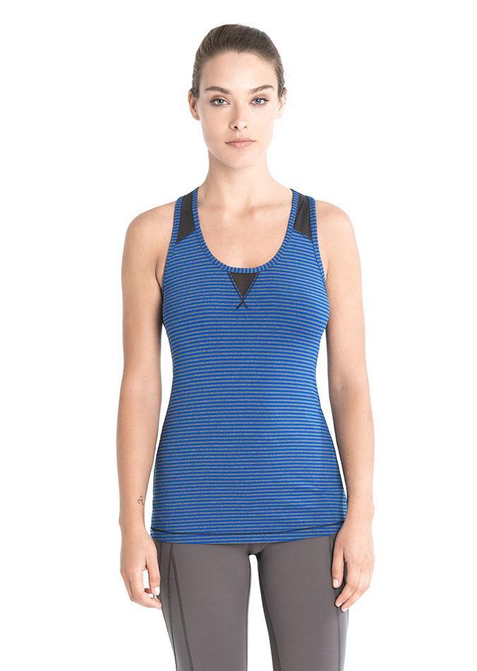 Топ LSW1460 TWIST TANK TOPФутболки, поло<br>Топ для занятия фитнесом из быстросохнущей ткани с с защитой SPF 50+.<br><br> Особенности:<br><br>Круглый вырез горловины <br>Влагоотво...<br><br>Цвет: Синий<br>Размер: XS