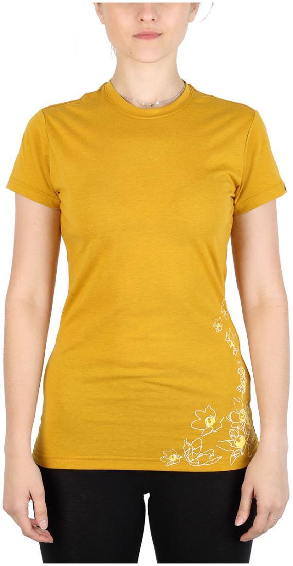 Футболка Victoria ЖенскаяФутболки, поло<br><br> Легкая и прочная футболка с оригинальным аутдор принтом , выполненная из ткани на 70% состоящей из полиэстера и на 30% из хлопка, что способствует большей износостойкости изделия. создает отличную терморегуляцию и оптимальный комфорт в повседневном...<br><br>Цвет: Желтый<br>Размер: 42