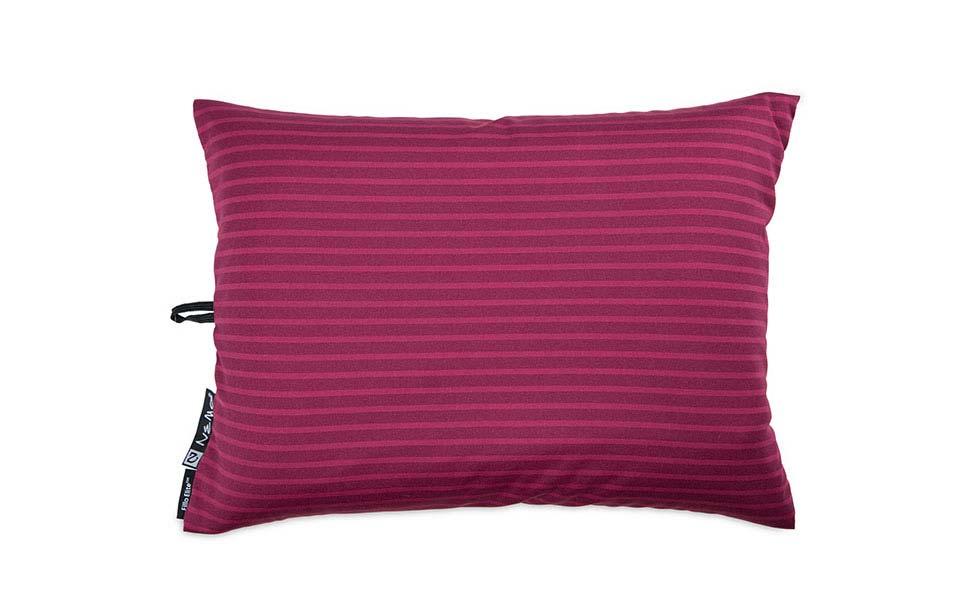 Подушка Fillo™ EliteАксессуары<br>Ультралегкая, невесомая надувная подушка для путешествий. Использование дополнительного слоя утеплителя PrimaLoft® обеспечивает исключительный комфорт во время холодных ночевок.<br><br><br>80 гр (!!!)<br>Ширина: 27 cм<br>Длина: 3...<br><br>Цвет: Фиолетовый<br>Размер: None