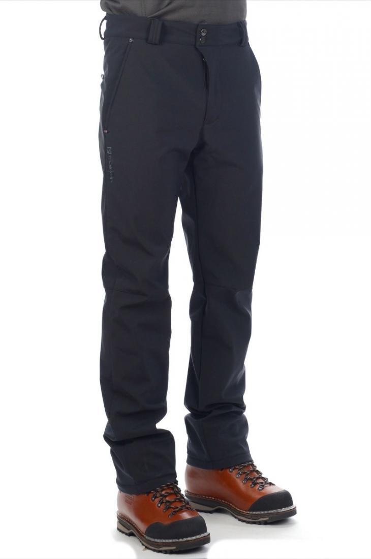 Брюки 16-24902 муж.Брюки, штаны<br>Универсальные брюки прямого покроя выполнены в спортивном стиле из ветро-влагозащитного материала Softshell, тянущегося в четырех направлен...<br><br>Цвет: Черный<br>Размер: 56