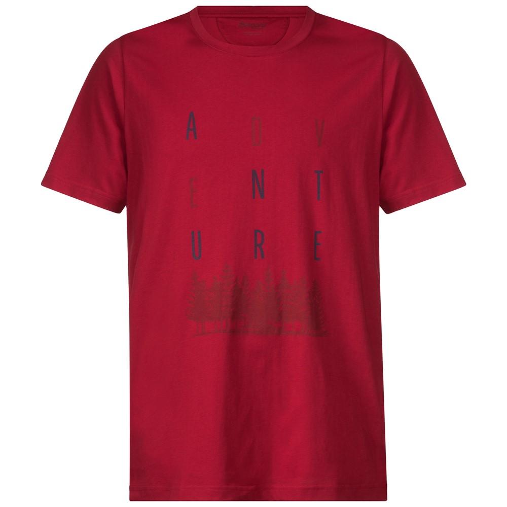 *Футболка Adventure TeeФутболки, поло<br>Футболка Bergans Adventure Tee изготовлена из сочетания хлопка и эластана. Она мягкая и приятная на ощупь, хорошо садится по фигуре и не сковывает движений.<br><br>Характеристики футболки Bergans Adventure Tee:<br><br>Материал: 95% хлопок, 5% эластан;<br>Защит...